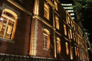 領事館と大使館
